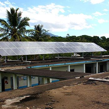 Centrale hybride de 10kW solaire et 16kVA diesel à l'hôpital de Manambaro.