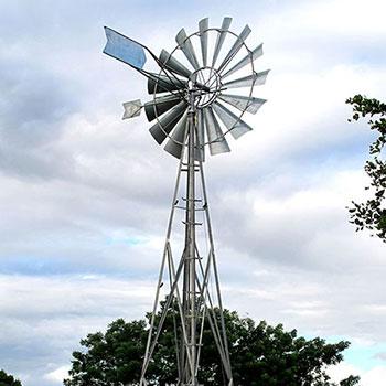 Les éoliennes multipales utilisent une ancienne technologie toujours améliorée avec des matériaux modernes. Production journalière jusqu'à 10.000 litres d'eau.